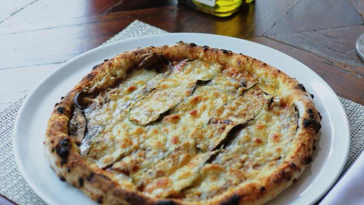 Receta de pizza mediterránea sin horno, lista en 5 minutos 5
