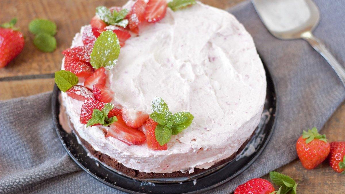 Receta de tarta helada de queso con fresas 1