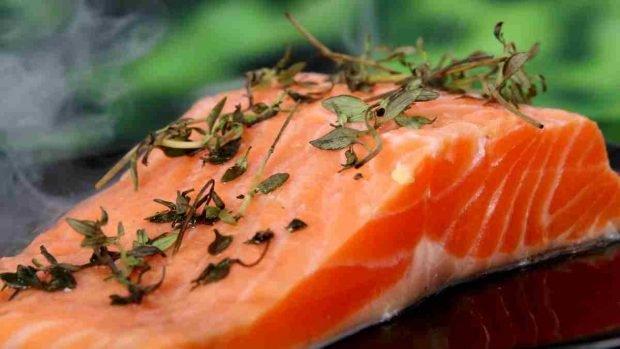 Receta para salmón al horno con risotto de espinacas Receta para salmón con risotto de espinacas al horno