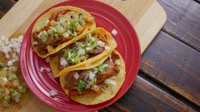 Photo of Receta de tacos veraniegos con mango, judías pintas y aguacate