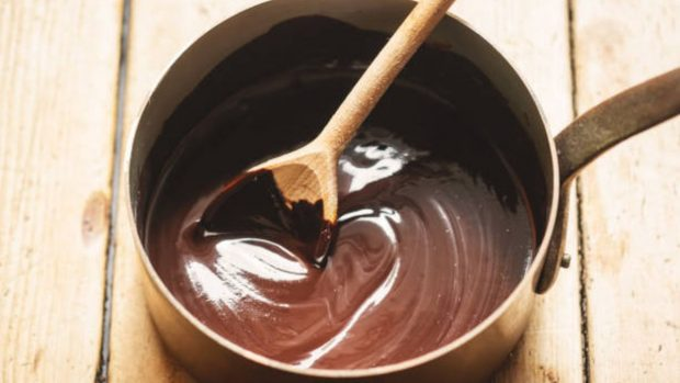 Receta casera de bombones de chocolate y coco