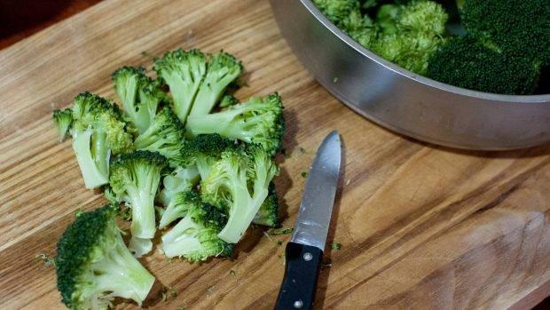 Pastel de brócoli salado con sésamo