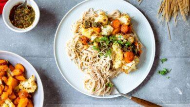 Receta de espaguetis integrales con pesto de zanahoria y verduras 10