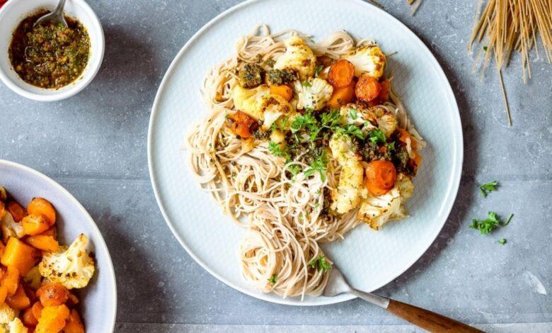 Receta de espaguetis integrales con pesto de zanahoria y verduras 1