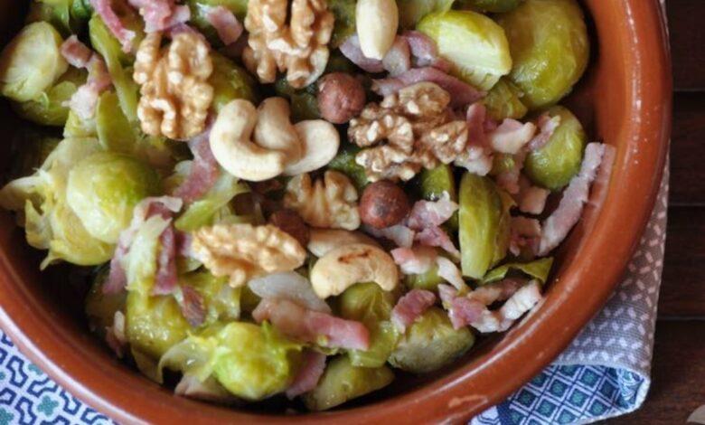 Coles de Bruselas crujientes con frutos secos