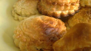 Receta de pastelitos ingleses de hojaldre con jamón, manzana y queso 6