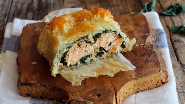 Tarta de salmón con salmón, espinacas y queso