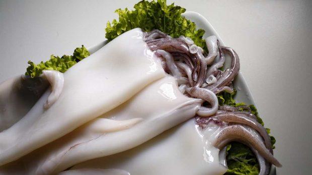 Receta de calamares a la plancha con crema de ajo