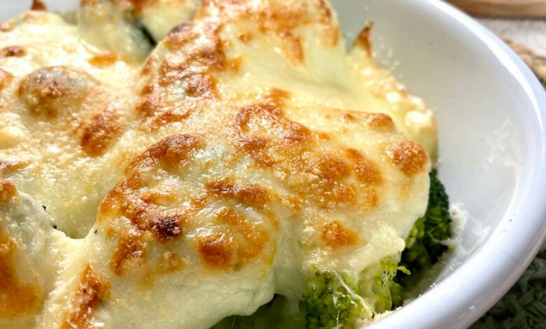 Receta de brócoli gratinado con puré de patata, ajo y tomates 1