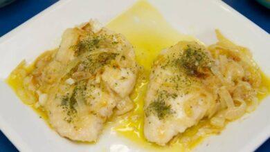 Receta de Merluza encebollada en salsa de vino blanco 5