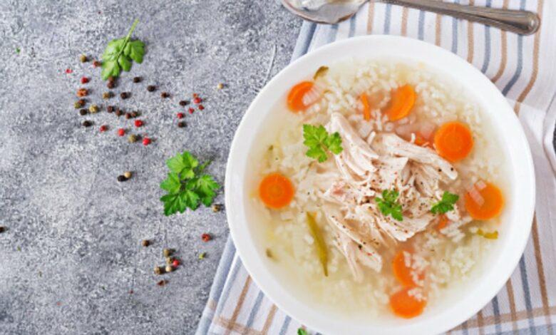 Receta de sopa de pollo con arroz fácil de preparar 1