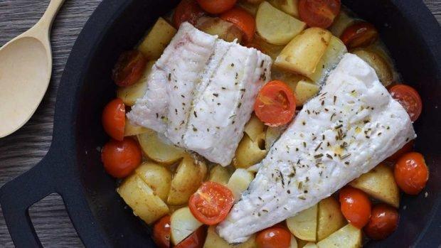 Merluza, tomates y patatas