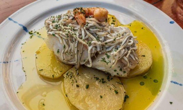 Bacalao con anguriñas en salsa alioli