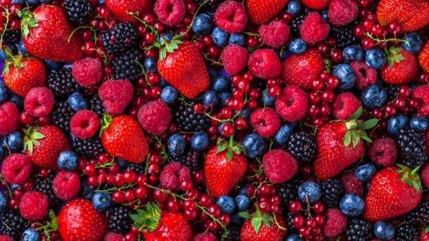 Receta de bizcocho de crema y frutos rojos