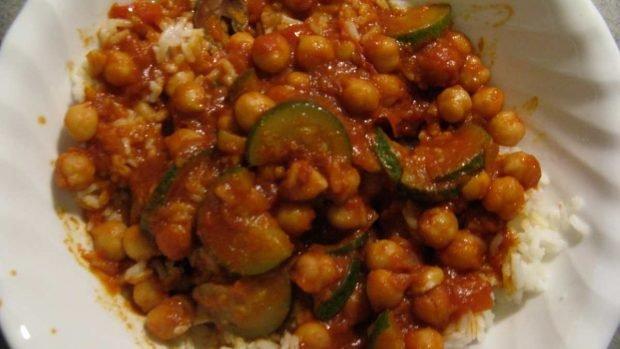 Curry de garbanzos con frutas tropicales