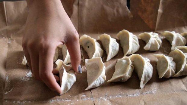Empanadillas chinas rellenas de setas y verduras