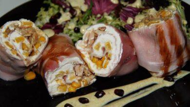Receta de Rollitos de jamón rellenos de mango, rúcula y queso de untar 3