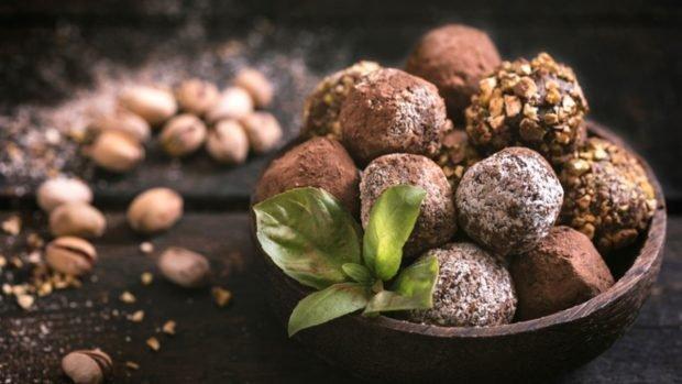 Toma nota de estas 4 recetas de bombones de chocolate para darte un capricho