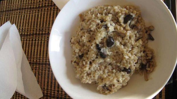 Risotto con arroz, setas y manzana