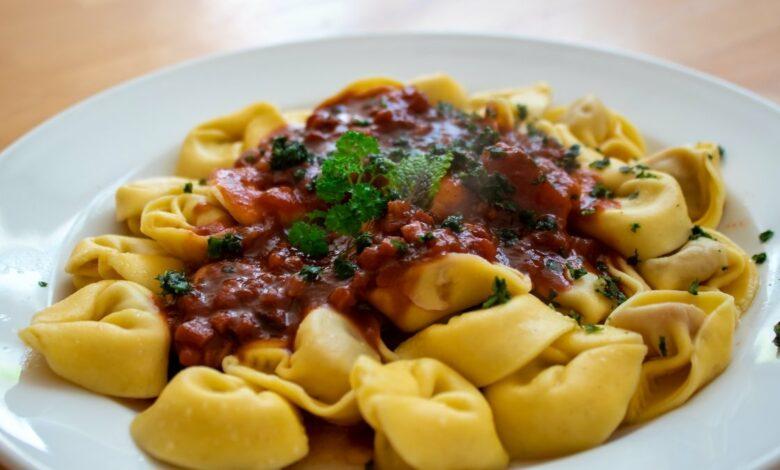 Tortellini con salsa de tomate casera muy fácil de preparar 1