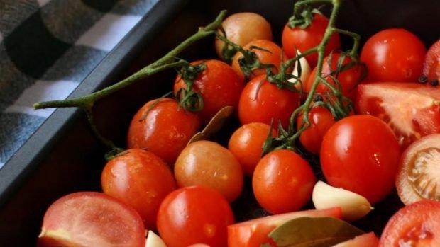 Pollo con tomate, receta fácil de preparar de la abuela