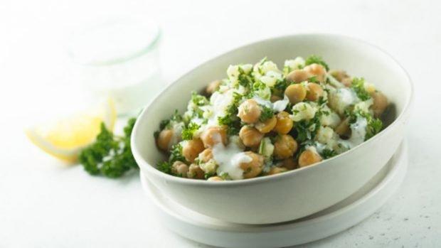 Las 5 mejores recetas de ensalada de garbanzos, fáciles de preparar y saludables
