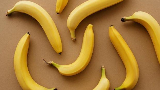 Tortitas de plátano con sirope de arce casero, receta de postre fácil