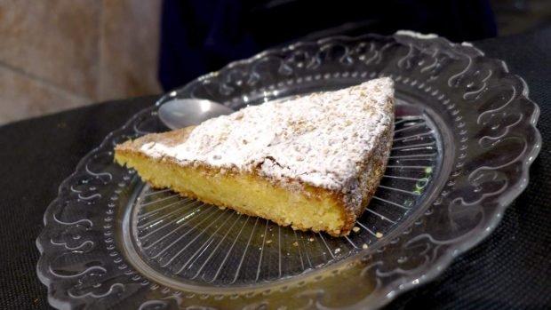 Porción de pastel de Santiago