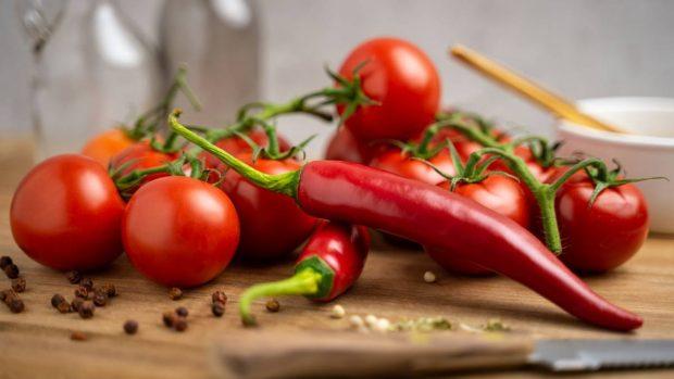 Pimientos tomates en escabeche