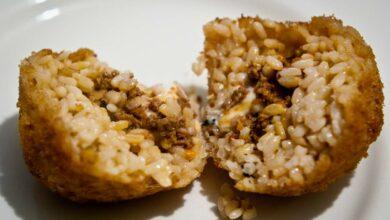 Bolas de arroz rellenas de salsa boloñesa, receta fácil 5