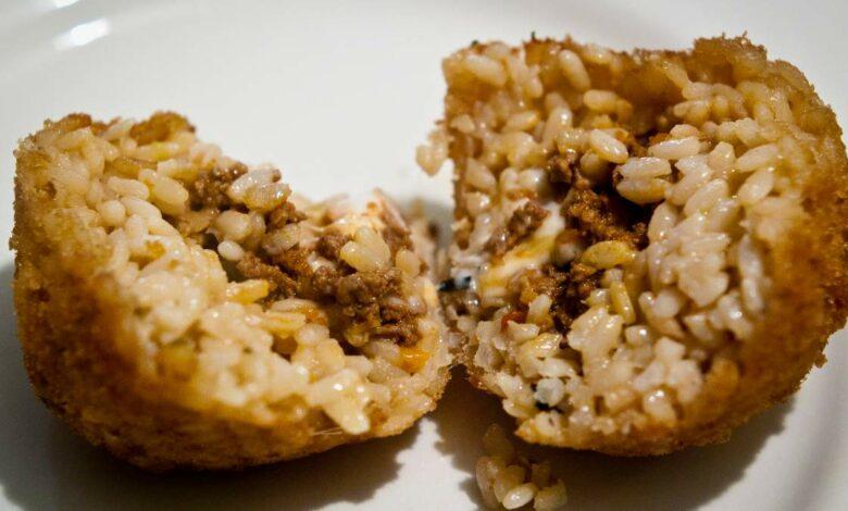 Bolas de arroz rellenas de salsa boloñesa, receta fácil 1