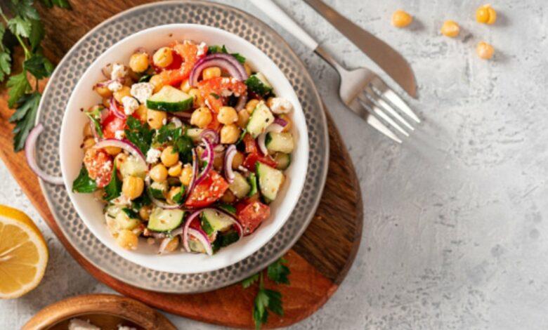 Las 5 mejores recetas de ensalada de garbanzos, fáciles de preparar y saludables 1