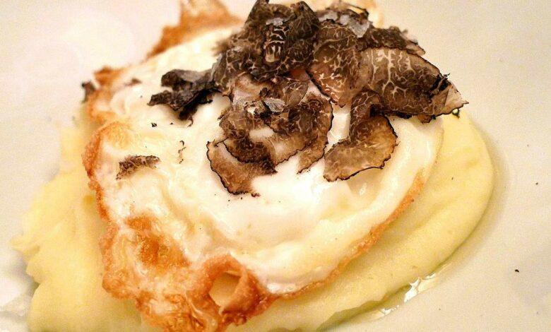 Níscalos con crema de patatas y huevo poché, receta sencilla 1