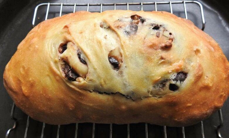 Pan de aceitunas y chorizo, receta fácil 1