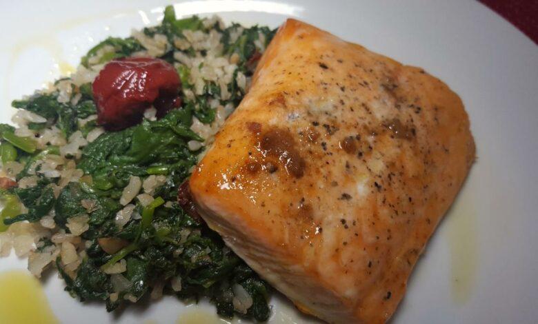 Salmon con risotto de espinacas al horno, receta de pescado deliciosa 1