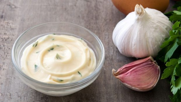 5 recetas caseras de alioli, prepara y personaliza esta salsa