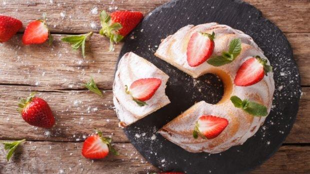 5 recetas de bizcocho de fresa fáciles de preparar y deliciosas
