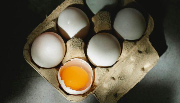 Huevos en el nido con queso, receta fácil paso a paso