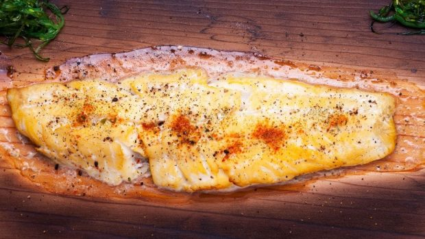 Lenguado menier con salsa de cúrcuma, receta de pescado fácil 2