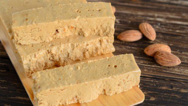Pastel de turrón semifrío, receta dulce y deliciosa