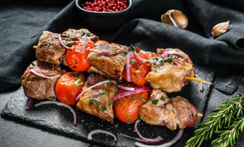 Brochetas de cordero a la griega, receta de carne fácil de preparar 1
