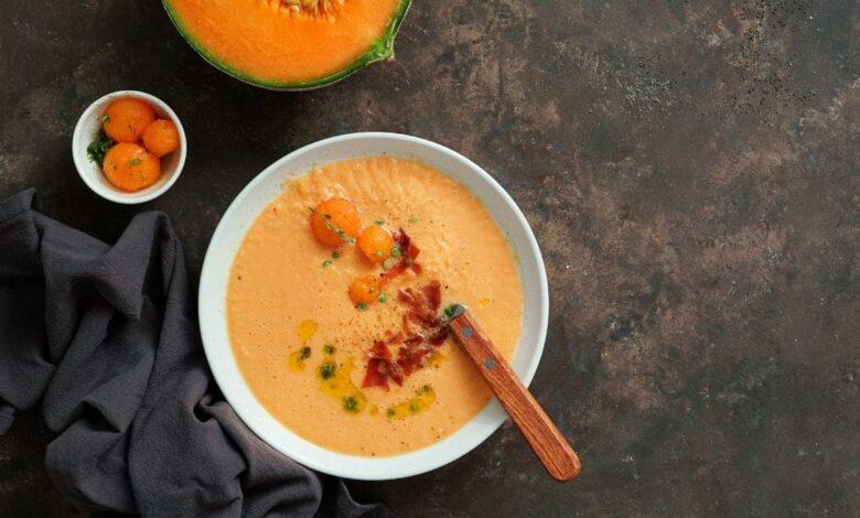 Gazpacho de melón con queso, receta original y diferente 1