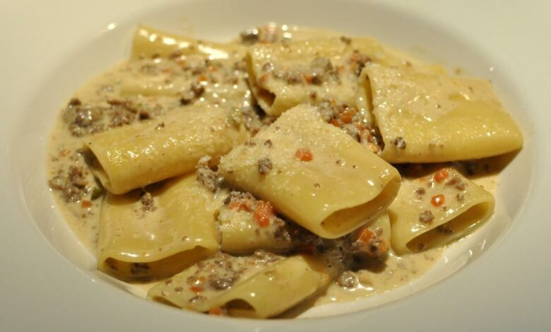 Paccheri rellenos de setas, receta de pasta típica de Italia 1