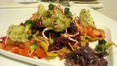 Prepara un guacamole con el tallo del brócoli 2