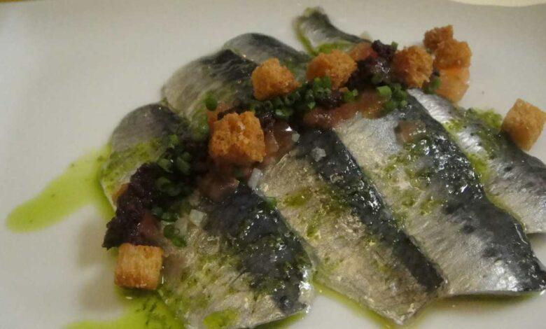 Receta de sardinas marinadas con queso y confitura de tomate 1