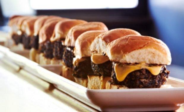 Las 5 mejores recetas de mini hamburguesas para una cena de picoteo que hará historia 2