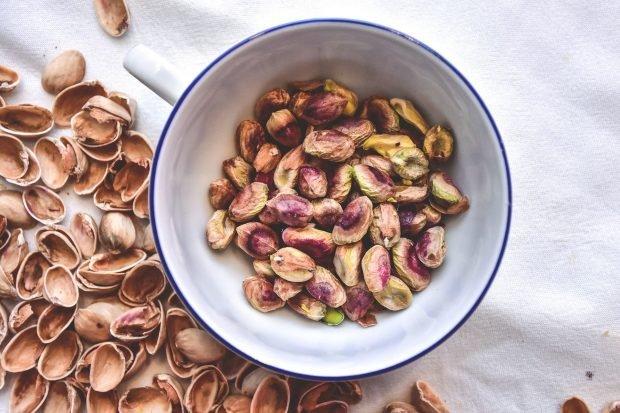 Crema de pistachos para untar, receta sencilla para aperitivos y tapas 2
