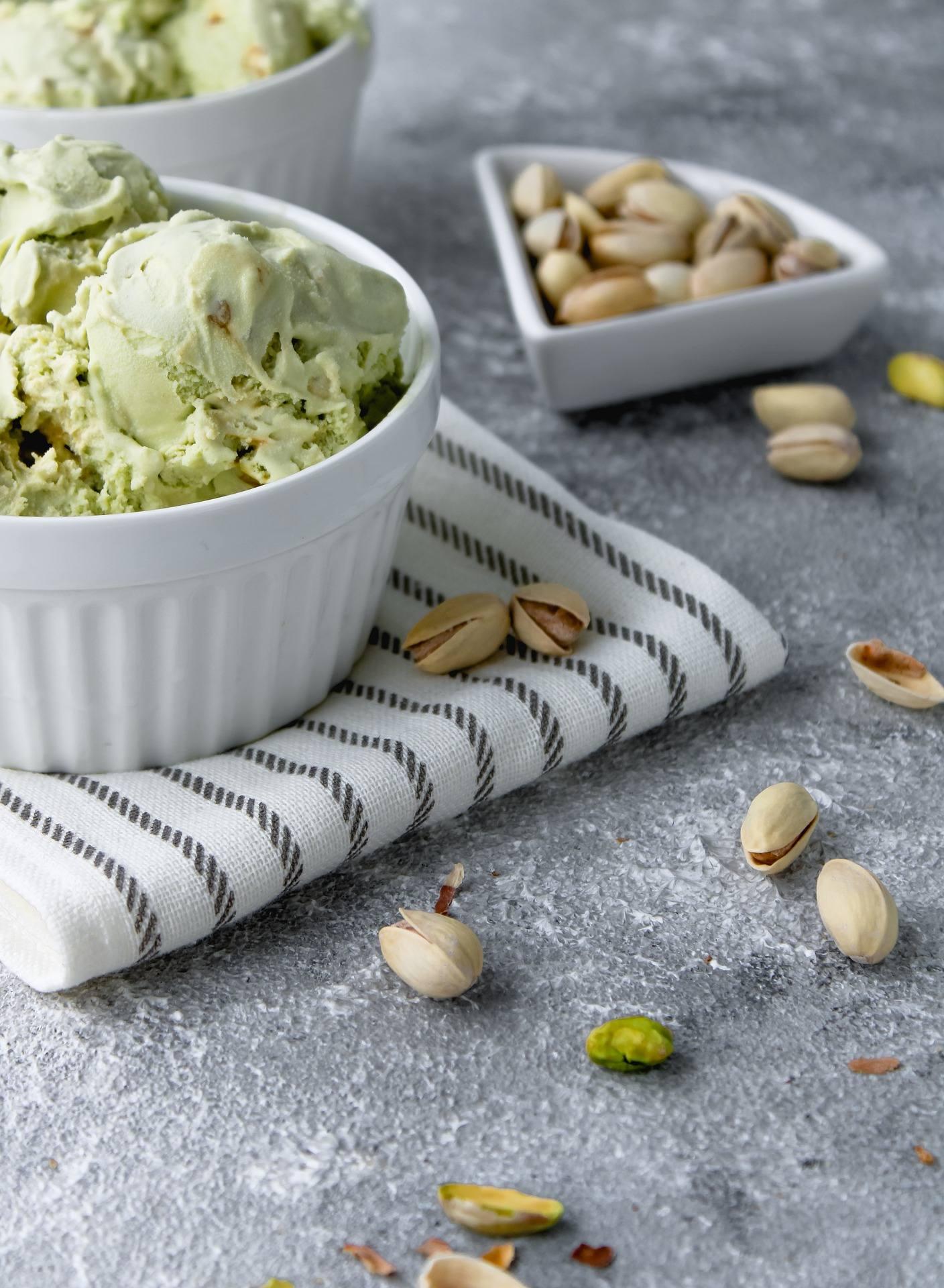 Helado de pistacho sin azúcar, receta rápida con solo 3 ingredientes y sin heladera 2
