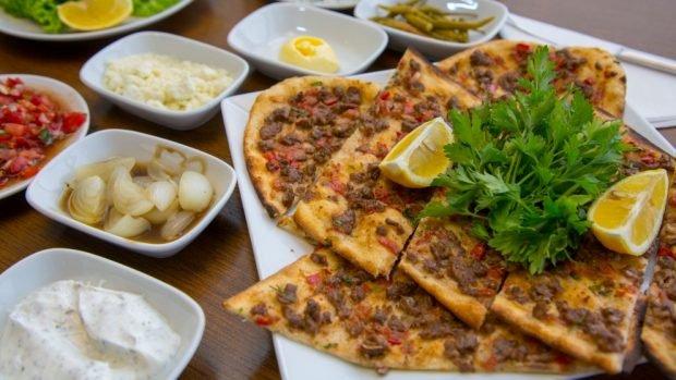 Lahmacun: pizza turca