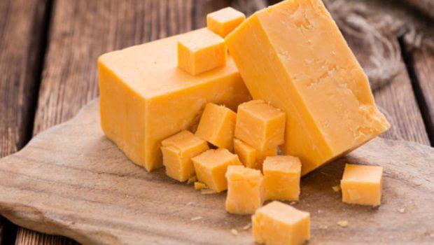 Salsa casera de queso cheddar, receta para mojar o cubrir papas con gloria
